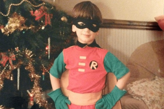 A young David dressed as Robin